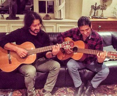 twee mannen spelen gitaar - over etnisch profileren
